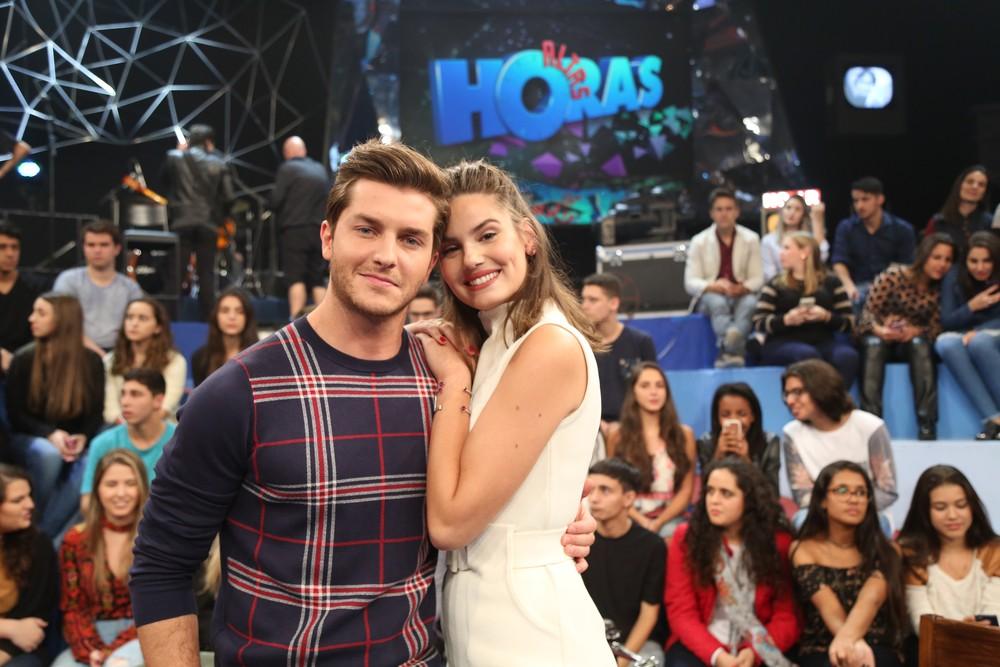 Camila Queiroz e Klebber Toledo participaram juntos do 'Altas Horas' pela primeira vez