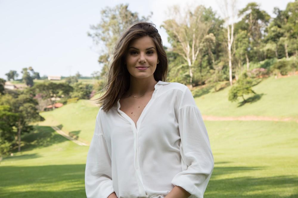 Camila Queiroz interpreta Luíza em 'Pega Pega', herdeira do Carioca Palace que vê sua fortuna ser roubada