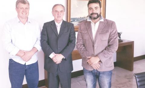 Paulo Leonar reivindica recursos para habitação e pavimentação junto ao governo do Estado