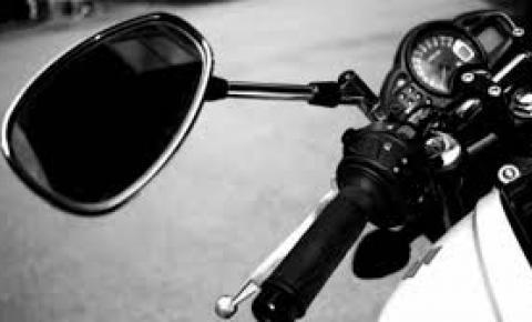 Criança de sete meses tem ferimentos leves ao cair de moto