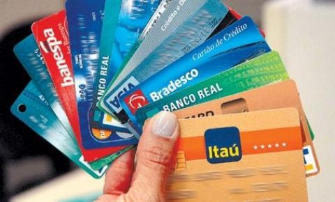 Cai número de brasileiros que preferem usar o dinheiro para pagamentos, diz pesquisa do BC