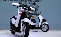 Honda e Yamaha competem na 'corrida' por scooters elétricos, mas também são parceiras