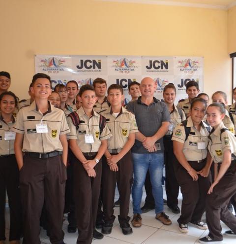 Polícia Mirim de Siqueira Campos visita Jornal Correio do Norte e Rádio Alternativa