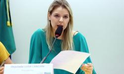 Relatora debate mudanças no calendário escolar com especialistas