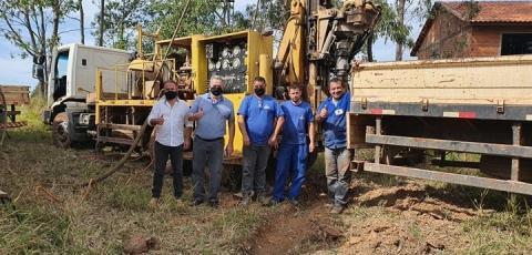 Poço artesiano está sendo perfurado na Vila Rural Wilson Fontanelli