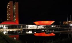 Congresso se ilumina de vermelho pelo combate à Aids