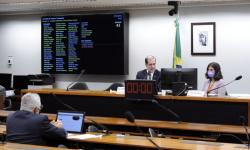 Comissão rejeita projeto sobre padronização da sinalização de vagas para idosos