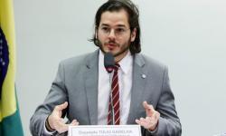 Projeto prevê teste obrigatório de Covid e quarentena para quem desembarcar no Brasil