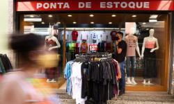 Comércio cresce 1,2% em julho e atinge patamar recorde, diz IBGE
