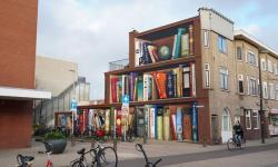 Após intervenção, prédio na Holanda se transforma em estante de livros