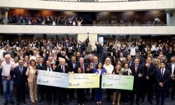 Nota Paraná entrega prêmios durante homenagem na Assembleia