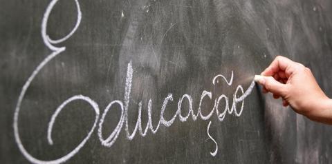 Mobilização de professores paralisa parte das atividades nas escolas estaduais do Paraná