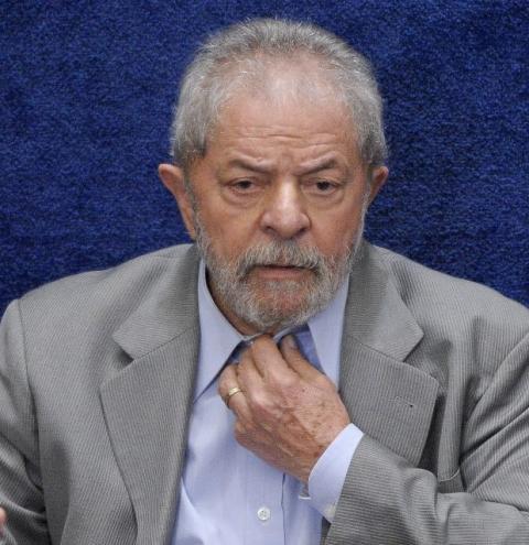 Por três votos a dois, STF decide manter Lula preso