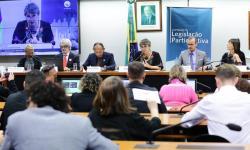 Debatedores criticam mudanças na política de enfrentamento ao HIV/Aids