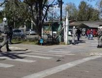 Ex-aluno invade escola com uma machadinha e ataca estudantes