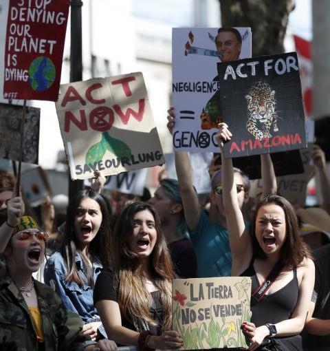Manifestantes fazem protestos pela Amazônia em embaixadas brasileiras pelo mundo