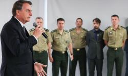 Bolsonaro alerta para guerra da informação