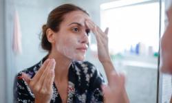 Não precisa usar dezenas de cremes para cuidar da pele; veja os essenciais
