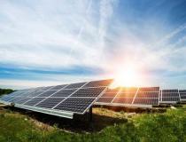 Dá para usar só energia solar na sua casa? Veja como os painéis funcionam