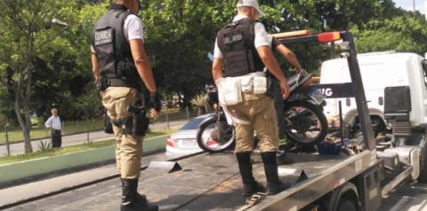 Guardas usam pistola de choque para recuperar moto furtada em Niterói
