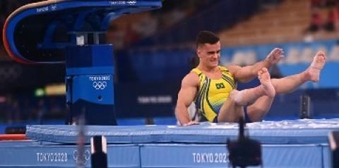 Caio Souza sofre queda e termina a final do salto na última posição em Tóquio