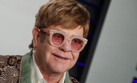 'Era uma pessoa perturbadora', diz Elton John sobre Michael Jackson