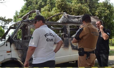 Corpo é encontrado carbonizado dentro de Van em Siqueira Campos