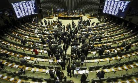 Congresso quer tirar verba de saúde e infraestrutura para inflar fundo eleitoral