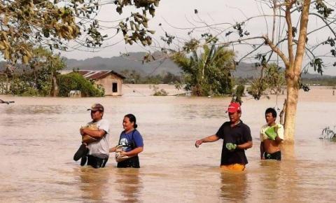 Tufão deixa 16 mortos e centenas de turistas presos nas Filipinas