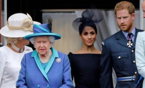 Rainha Elizabeth II convoca 'reunião de família' sobre crise causada por afastamento de Harry e Meghan