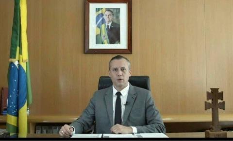 Bolsonaro anuncia saída de Roberto Alvim da Secretaria da Cultura