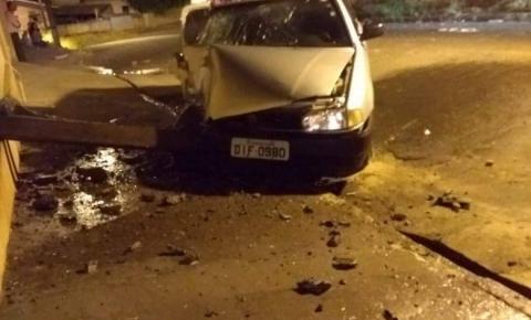 Na tentativa de fugir da polícia, homem derruba poste em Siqueira Campos