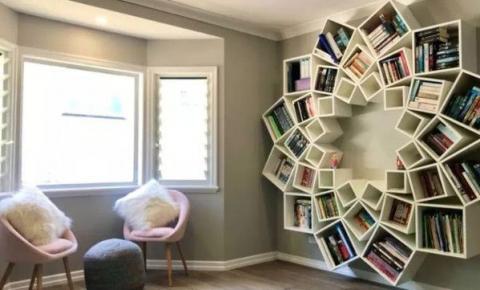 DIY: casal constrói estante de livros inteira a partir de bricolagem