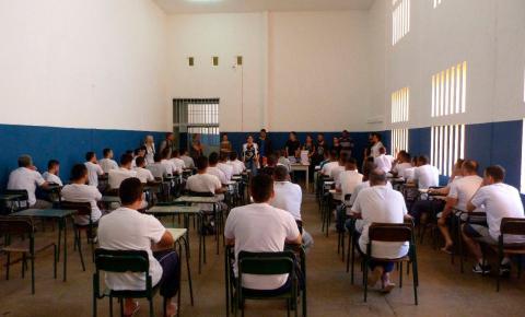 Estudantes da EJA no sistema prisional ganham bolsa pelo Enem