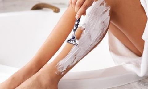 Seis erros que você comete ao se depilar com lâminas