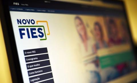Bolsonaro sanciona lei que suspende pagamento de parcelas do Fies