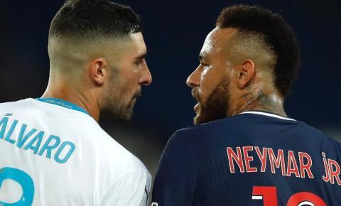 Treinador e meia do Olympique saem em defesa de González, acusado de racismo por Neymar