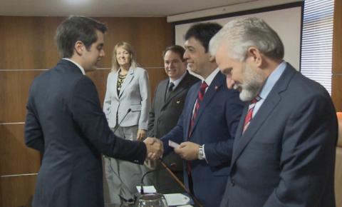 Depois de passar no vestibular aos 14 anos, brasileiro é um dos mais jovens advogados aprovados para atuar nos EUA