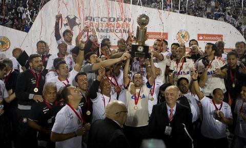 Corinthians provoca Palmeiras e relembra título da Recopa de 2013