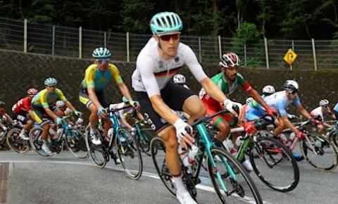 Diretor da equipe alemã de ciclismo é filmado dizendo palavras racistas durante prova