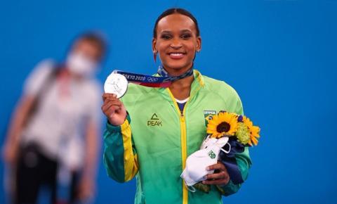 Histórica ginasta olímpica, Nadia Comaneci parabeniza Rebeca: