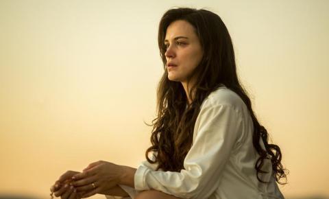 Veja, em 12 dicas, como ter os longos cabelos cacheados de Clara (Bianca Bin), de O Outro Lado do Paraíso