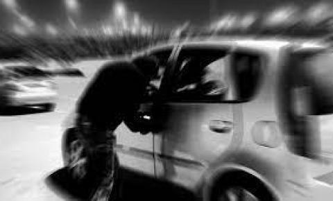 Veículo é furtado em Joaquim Távora
