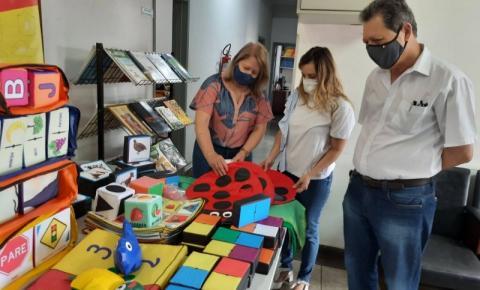 O Prefeito Luiz H. Germano, anunciou a entrega de quase R$ 29 mil em materiais interativos e mobiliários para as escolas municipais e CMEI's