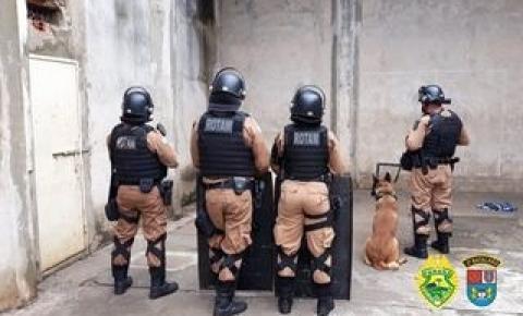 Polícia Militar e DEPEN apreendem celulares e drogas na cadeia de Carlópolis