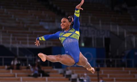Classificada para três finais no Mundial, Rebeca Andrade vibra com resultado: