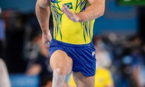 Caio Souza fica em décimo terceiro lugar no Mundial de Ginástica; chinês garante o ouro