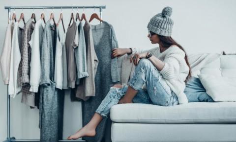 Guarda-roupa cheio e não tem o que usar? Armário-cápsula pode ser a solução