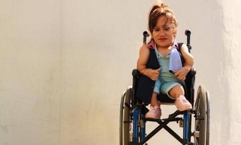 Peças adaptadas da moda inclusiva conquistam clientes com deficiência
