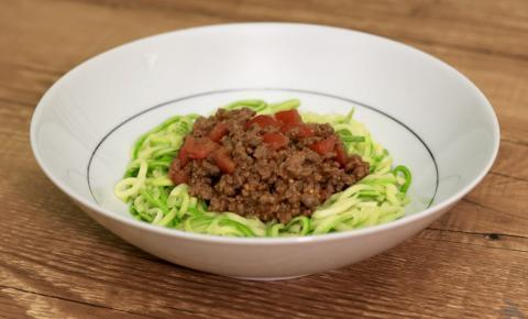 Espaguete Low Carb de Abobrinha ao Molho Bolonhesa